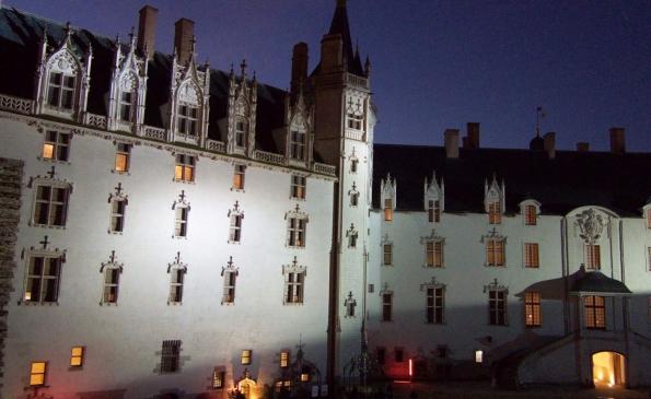 Chateau-des-ducs-nantes-nuit