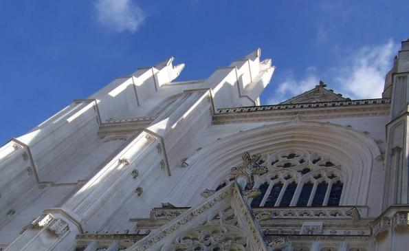 cathedrale-nantes-facade-ciel-bleu